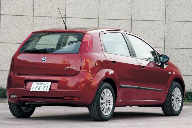 画像: 2006年に日本市場に導入されたグランデプント。その実用的な魅力は5ドアモデルでより鮮明になった。