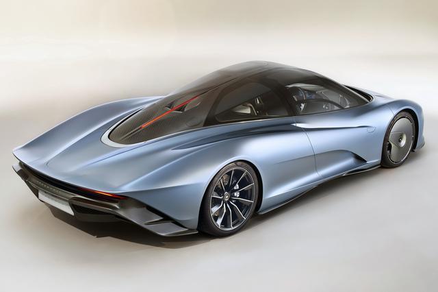 画像: このアングルから見ると、まさに「スピードテール」という車名そのもののスタイルといえる。ボディはフルカーボンファイバー製。