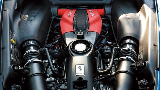 画像: F8トリブート搭載のハイパフォーマンスを備えたV8ツインターボエンジン。最高出力720ps。