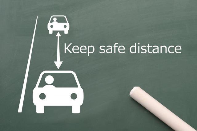 画像: 心の余裕とゆずり合いの精神をもってドライブするのが自動車ユーザーの義務でもある。