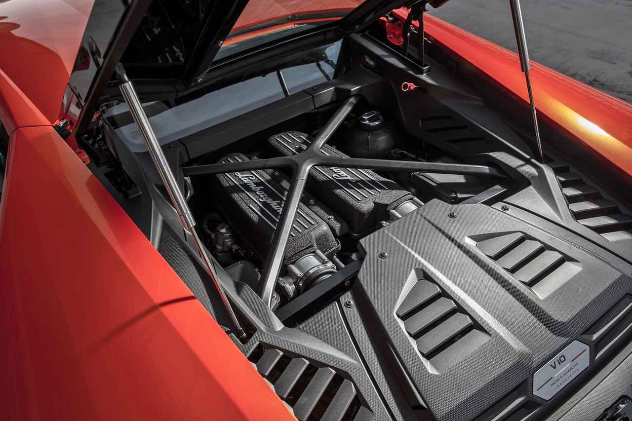画像: ペルフォルマンテに搭載されていたものと基本的に同じ、640psと600Nmを発生する5.2LのV10 DOHCで4輪を駆動する。