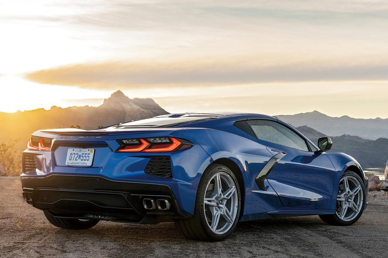 画像: スーパースポーツカーに求められるパフォーマンスを発揮するためにミッドシップレイアウトに行き着いた。ミッドシップカーならではのロングテールが新鮮。