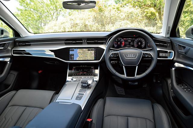 画像: Sライン以外のヘッドライニングカラーはルナシルバーなので車内は明るい印象。