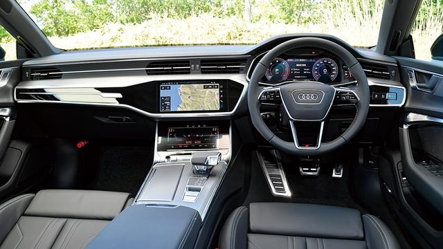 画像: Sラインパッケージ装着車はスイッチ類が金属調になるなど細部が標準車と異なる。