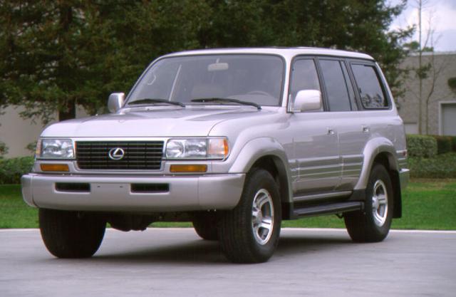 画像: 1996年、レクサス初のSUVとして登場した輸出仕様のLX450。エンジンは直列6気筒の「1FZ-FE」を搭載。
