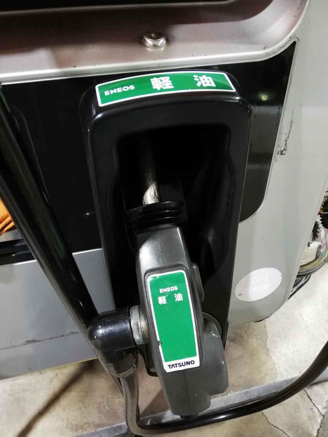 画像: 軽油もガソリンとくらべて本体価格だけだと変わらないが、税率が低い分だけ安価となっている。