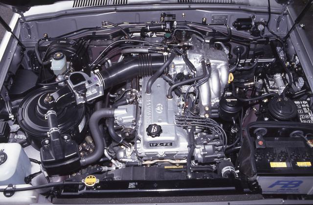 画像: 1992年のマイナーチェンジから導入されたガソリン仕様の4476ccの「1FZ-FE型」エンジン。最高出力215ps/4600rpm、最大トルク38.0kgm/3200rpmを発生する。