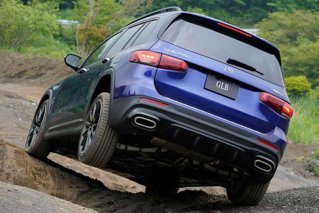 画像: 4WDシステムを搭載するGLB250 4マティック スポーツ。ドライブモード「オフロード」を採用して高い悪路走破性能を発揮する。
