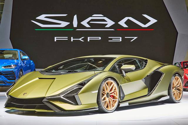 画像: 2019年のフランクフルト モーターショーでワールドプレミアされたシアンは、ピエヒ氏へのオマージュで車名に「FKP37」が付け加えられた。