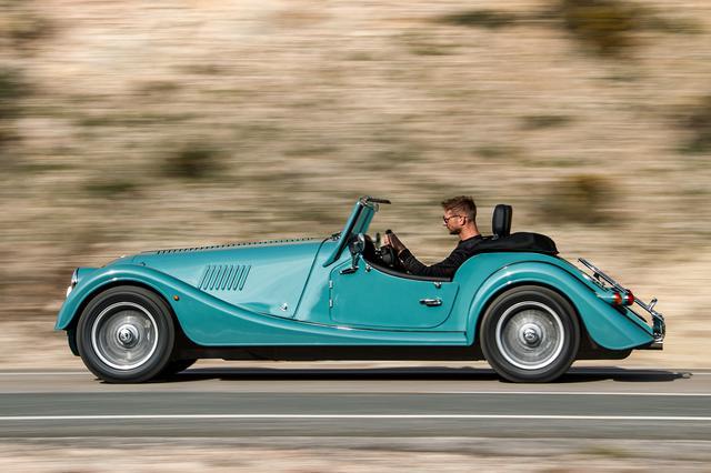 画像: BMW製の2L 直4 DOHCターボエンジンを搭載し、最高速度は240km/h、0→100km/h加速は5.2秒(ATは4.8秒)。