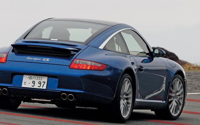 画像: 911タルガ4S。クーペモデルのボディをベースに、電動ガラスモジュールとハッチバック式リアウインドウを装備し、911に新しい感覚を盛り込んでいる。