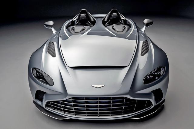 画像: フロントマスクはアストンマーティン車らしく、伝統の凸型フロントグリルも踏襲。ノストリルと呼ばれるボンネットのデザインも独特。