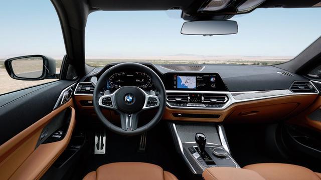 画像: 12.3インチスクリーンをドライバー正面とダッシュボード中央に配置。オペレーションシステム7.0で音声操作が可能だ。