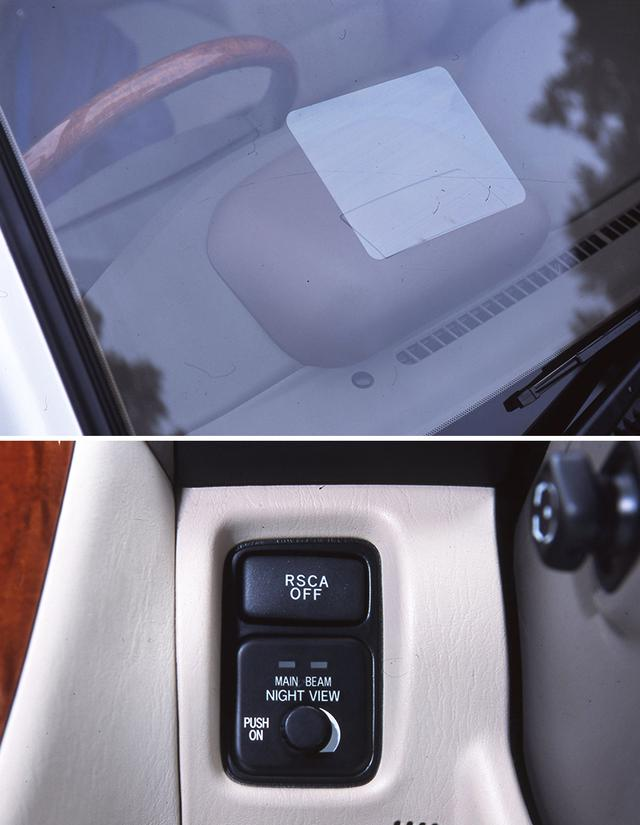 画像: 「ナイトビュー」の映像はメーターユニット上部のフロントガラスに投映される。