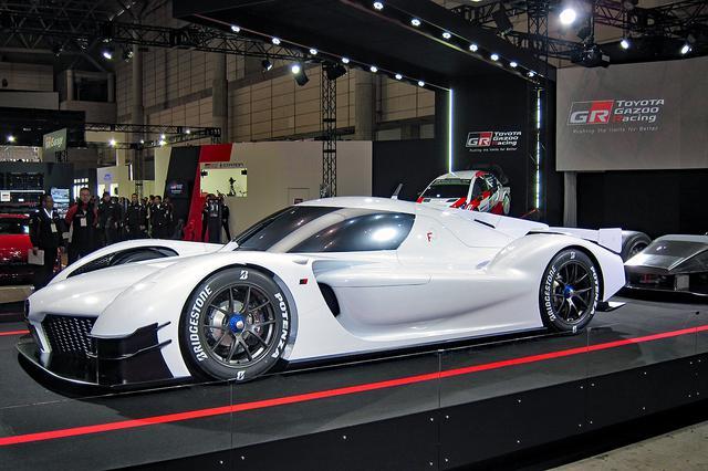 画像: 2018年の東京オートサロンでお披露目されたGR スーパースポーツ コンセプト。後ろにテストカーのノーズが見える。