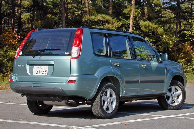 画像: 16インチタイヤ&アルミホイールはオプション。スペアタイヤも背負わず、スッキリしたスタイリングだ。