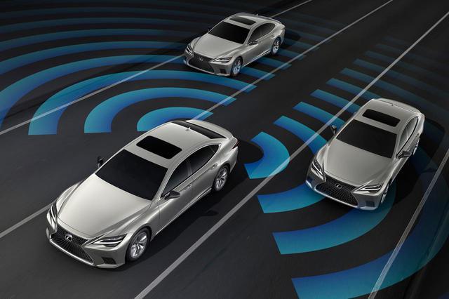 画像: トヨタ自動車としては初となるハンズオフを可能とする先進運転支援システムを搭載。