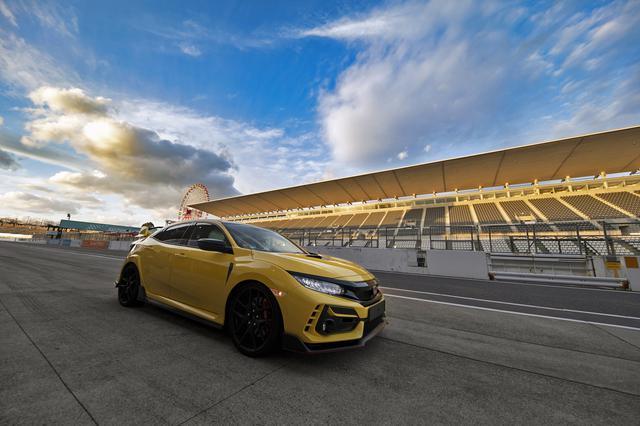 画像: 鈴鹿サーキット国際レーシングコースに佇む新型シビック タイプR リミテッドエディション。