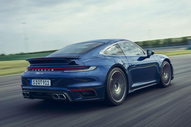 画像: 新型911ターボは新設計の3745cc水平対向6気筒エンジンを搭載。4WDシステムのポルシェ トラクションマネジメント(PTM)を備える。