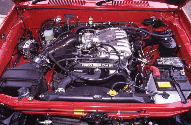 画像: 3.4L V6エンジンの最高出力は185ps、最大トルクは30.0kgmを発生。
