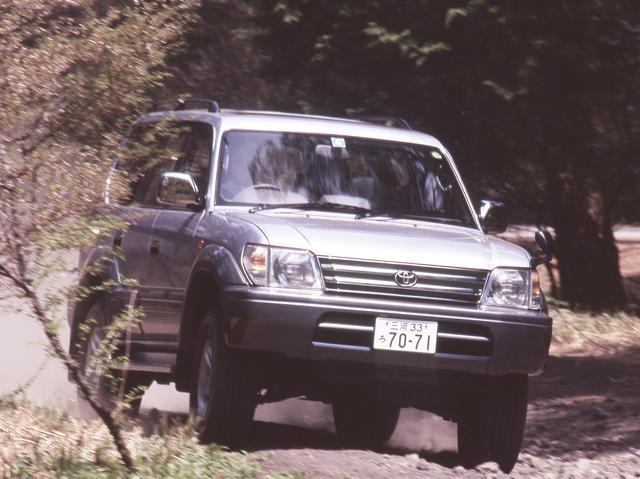 画像: ランドクルーザーシリーズ初のダブルウイッュボーンサスペンションを搭載し、先代モデルと同等以上の走破性を発揮した。