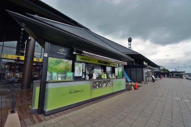画像: 施設本館入口の横にある「ずんだ茶寮 Cafe」。