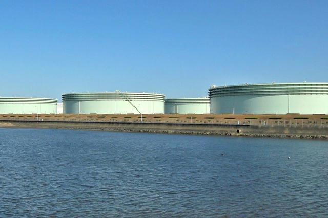 画像: 日本の原油は基本的には米国のガソリン安とは無縁。ただ、国際状況や為替などによって変動する。