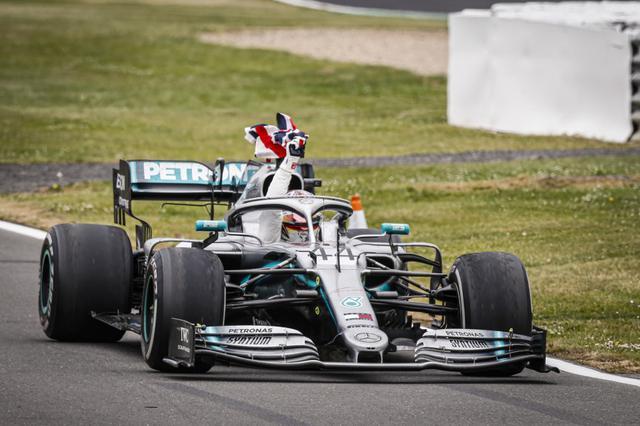 画像: 昨年2019年のイギリスGPを制したルイス・ハミルトン(メルセデスAMG)。