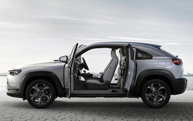 画像: 4ドアスポーツカーのRX-8を彷彿とさせるフリースタイルドアもユニークだ。