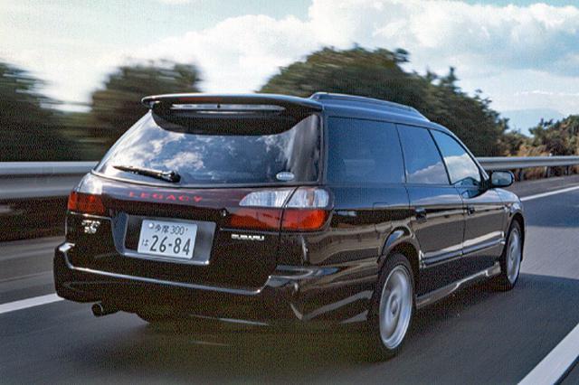 画像: ランカスター6よりも俊敏性のある走りのワゴンだが、クルージングでもいい味を出してくれる。