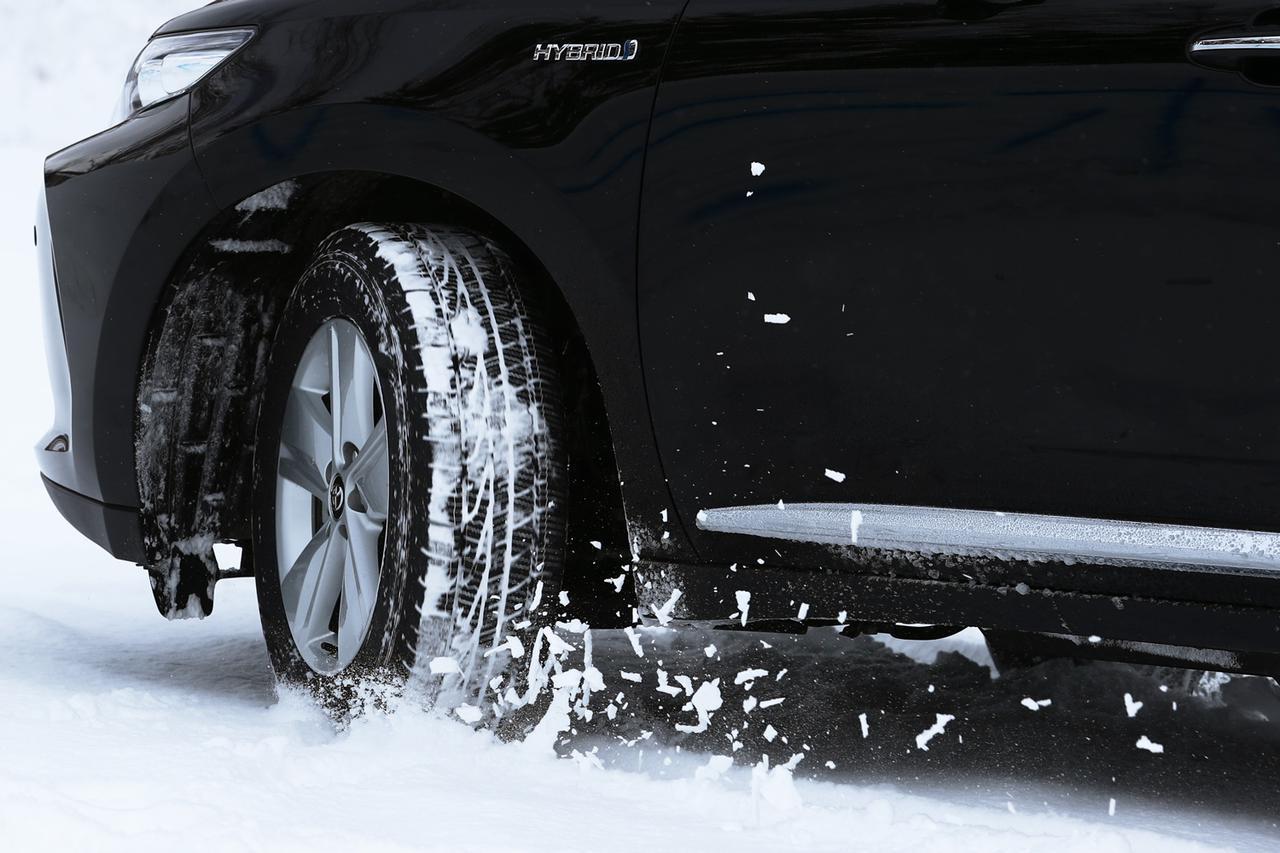 画像: グッドイヤーのオールシーズンタイヤ「アシュアランス ウェザーレディ」は高速道路での冬タイヤ規制にも対応する。