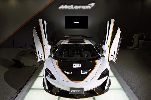 画像: マクラーレン車のアイデンティティであるディヘドラル式ドアをもちろん採用している。