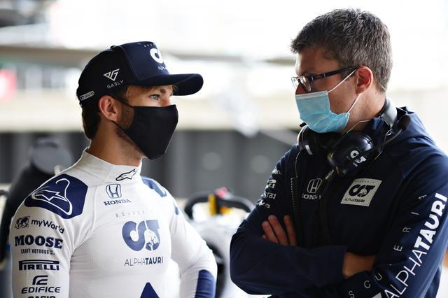 画像: ピエール・ガスリー(アルファタウリ・ホンダ)。終盤、ほかのドライバーがタイヤに苦しむ中、同様に摩耗したタイヤでオーバーテイクを見せた。