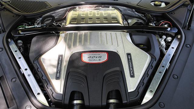 画像: V8ツインターボエンジンは従来の550psから80ps出力が向上し630psへと大幅なパワーアップが行われている。