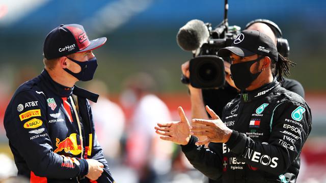 画像: 第4戦イギリスGPレース直後のマックス・フェルスタッペン(左)とルイス・ハミルトン。最終周の出来事をふたりはどのように感じたのか。