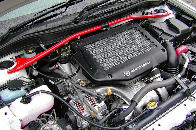 画像: 260psと33kgmを発生した2Lツインカムターボの3S-GTE。パフォーマンスロッドも装着されていた。