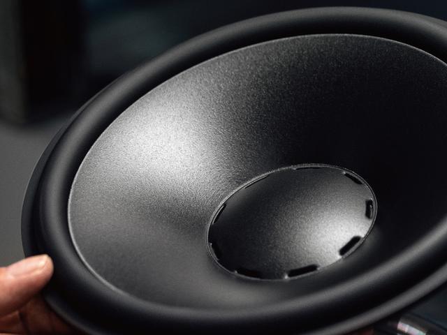 画像: プレミアムサウンドシステム DYNAUDIO。総出力 400W、16 チャンネル 10 スピーカー。
