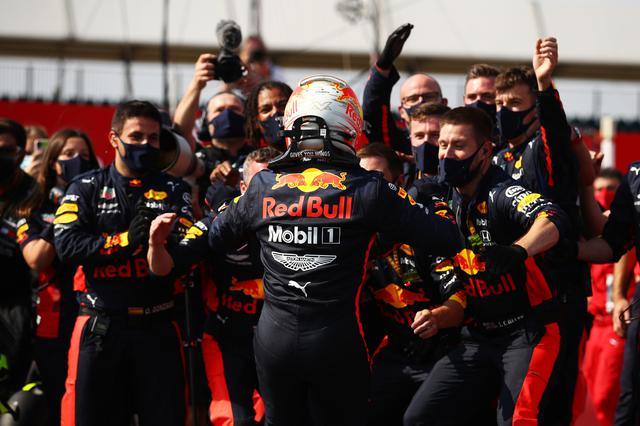 画像: F1第5戦70周年記念GPで今季初優勝を飾ったレッドブル・ホンダのマックス・フェルスタッペン。この勝利でチームの士気はさらに高まる。