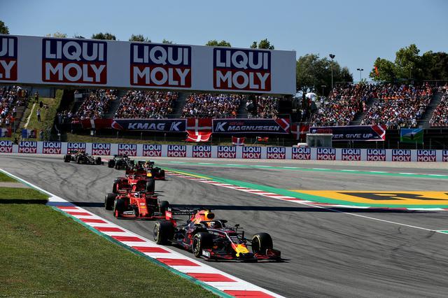 画像: 昨年2019年のスペインGP。レッドブル・ホンダのマックス・フェルスタッペンは3番手争いを制して、メルセデスAMG2台の後ろでフィニッシュ。