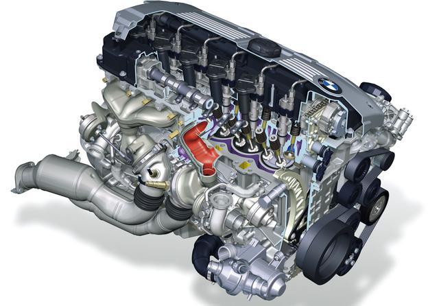画像: 世界に衝撃を与えた新世代3L高精度ダイレクトインジェクション・パラレルツインターボエンジン。4L V8エンジンと同等の出力とトルクを発生するこのエンジンの投入により、3シリーズはまたひとつ大きな進化を遂げたことになる。マイナーチェンジされた5シリーズへの搭載がないのは、5シリーズにはすでにV8エンジンが搭載されているからなのか。6速ATは素早い反応で定評のあるZF製ステップトロニック。