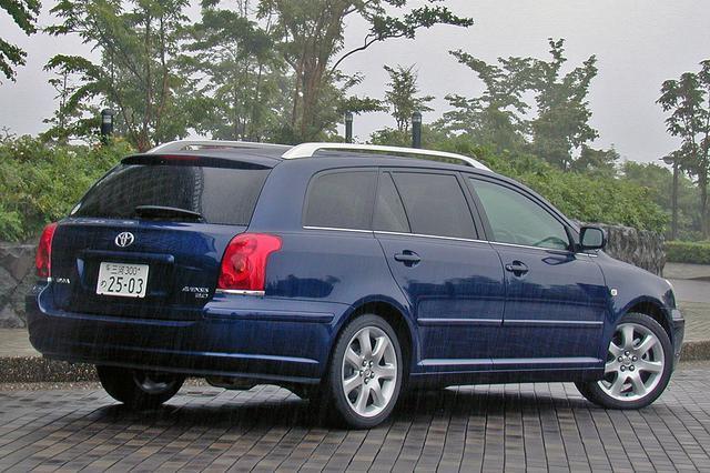画像: ワゴンもセダンと同等の乗り味だ。セダンより70mm長く45mm高い。今回、試乗車はなかったが5ドアHBも設定されている。