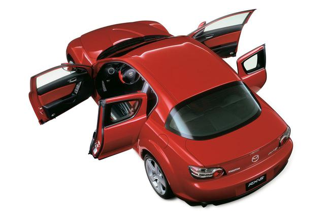 画像: このマツダ RX-8をはじめMX-30、トヨタFJクルーザー、BMW i3はセンターピラーのないタイプのコーチドアを採用していた。