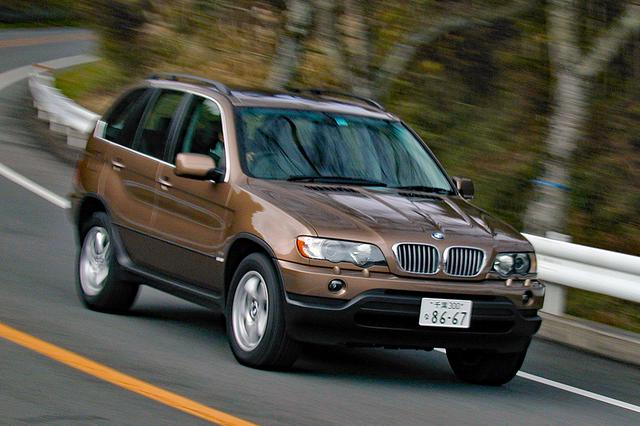 画像: およそSUVらしからぬ走りが楽しめるX5。スタイルもけっこう迫力がある。価格は835万円。
