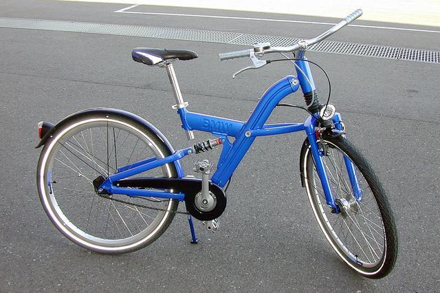 画像: 4段自動変速の自転車、Q5.T Auto-Dの価格は34万円。マニュアル変速もできる。リアブレーキはコースター式。