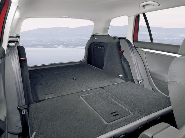 画像: 広大なカーゴスペースはリアシートを倒した場合で1495L。リアシートを使っている場合でも505Lを確保している。