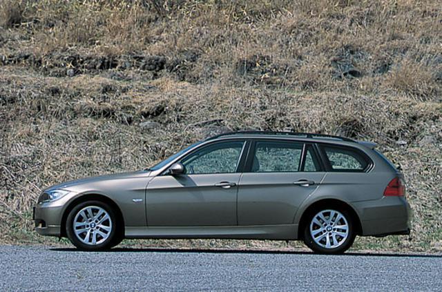 画像: BMW 320i ツーリング。5代目となるE90型3シリーズセダンが日本で登場したのは2005年4月。その後2005年9月に3シリーズツーリング(E91型)が 上陸している。
