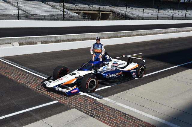 画像: 第104回インディアナポリス500マイルレースを制した佐藤琢磨(レイホール・レターマン・ラニガン・レーシング/ホンダ)。終盤にトップに立ち、ディクソンの猛追を抑え込む快勝だった。