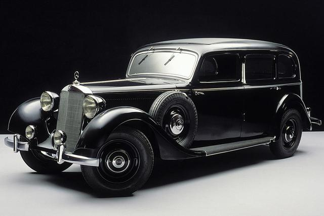 画像: 1936年に発表されたメルセデス・ベンツ 260D。ミドルクラスだというから、現在のEクラスのルーツにあたるモデルと言えそうだ。