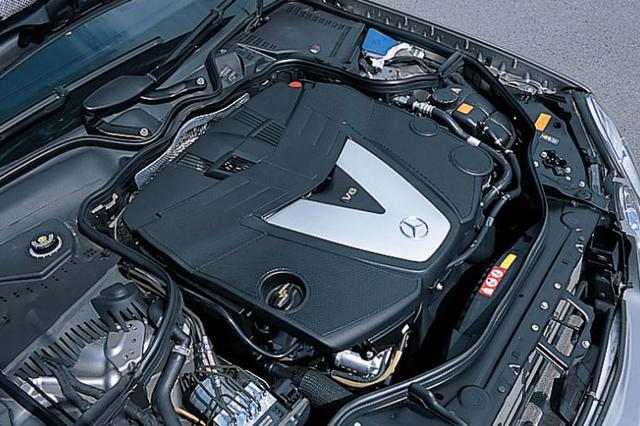 画像: 3L V6DOHCディーゼルターボエンジン。エンジン回転数に応じてタービンへのノズル角度を制御する可変ジオメトリー式のVNT(バリアブル・ノズル・タービン)を採用。2個の酸化触媒が排出ガスを浄化し、DPF(粒子状物質除去フィルター)で微粒子(PM)の排出を大幅削減。