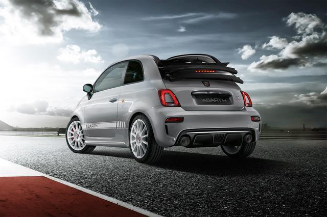 画像: 限定車「アバルト595エッセエッセ」はハッチバックに加えカブリオレにも設定される。